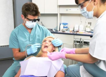 Take Care of Your Dental Issues by Visiting a Reliable Dentist in Town